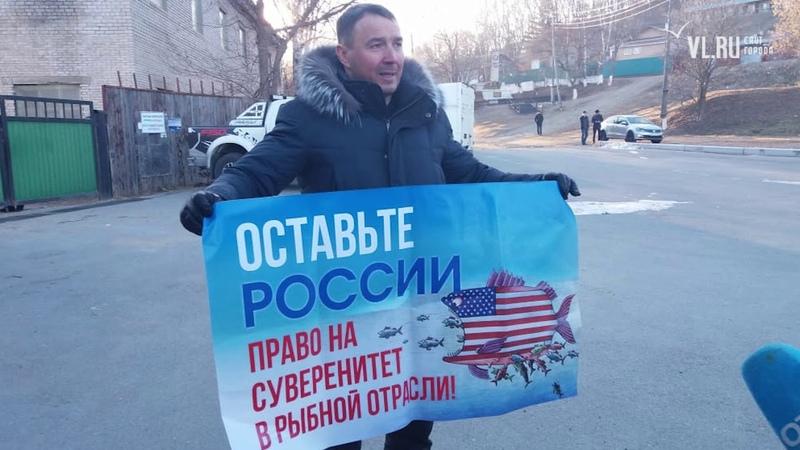 На митинг в китовую тюрьму под Находкой зазывали за 3500 рублей