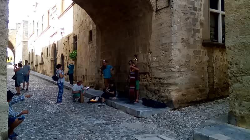 Музыканты на улице Рыцарей в старом Родосе
