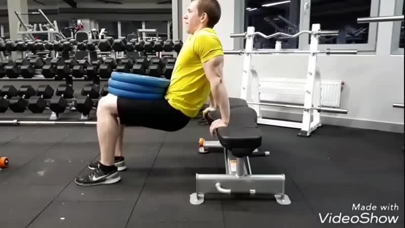 Отжимания на трицепс. С весом 60 кг). Каждая тренировка даёт свой результат😉💪👍