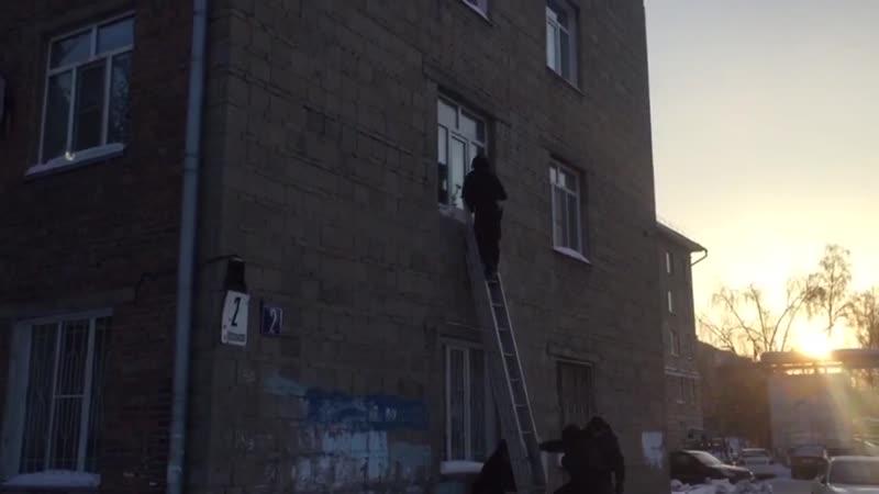 Штурм квартиры подозреваемых в наркоторговле в Дзержинском районе