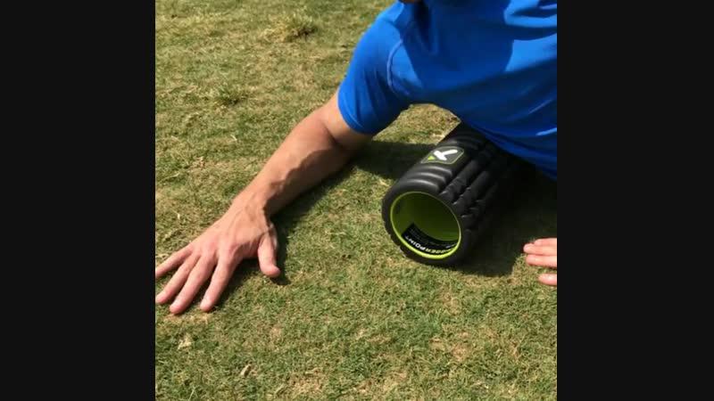 Прокатка цилиндром широчайших мышц спины