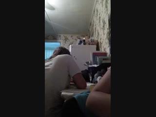 когда твоя мама дома но мы делаем уроки а она наблюдает через трансляцию