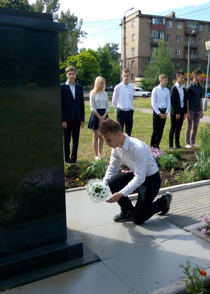 Учащиеся Алчевска почтили память командира батальона «Призрак» Алексея Мозгового