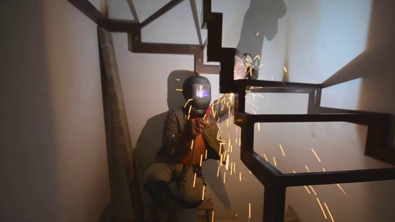 Монтаж лестницы на металлокаркасе проект № 233