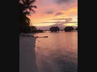 Bora Bora's sunsets