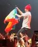 """LGBT 🏳️🌈 on Instagram: """"Grammy ödüllü Amerikan müzik gurubu Twenty One Pilots ' ın en eski üyelerinden Tyler Joseph sahnede 🏳️🌈 LGBT bayrağın..."""