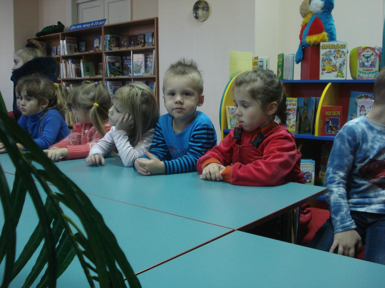 дружба начинается с улыбки, донецкая республиканская библиотека для детей, день улыбки, занятия с детьми, отдел обслуживания дошкольников и учащихся 1-4 классов