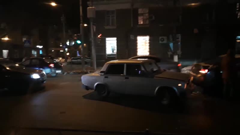 ДТП в центре Саратова_ ВАЗ столкнулся с Hyundai