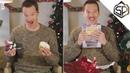 Бенедикт Камбербэтч учит как нужно реагировать на дерьмовые подарки