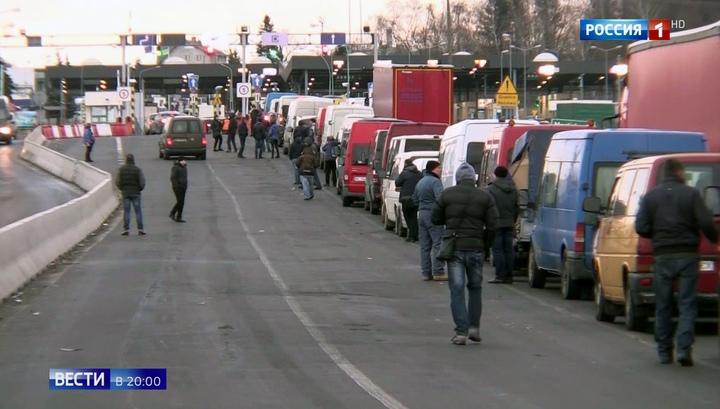 Вести.Ru: Украинцы бегут от военного положения за границу