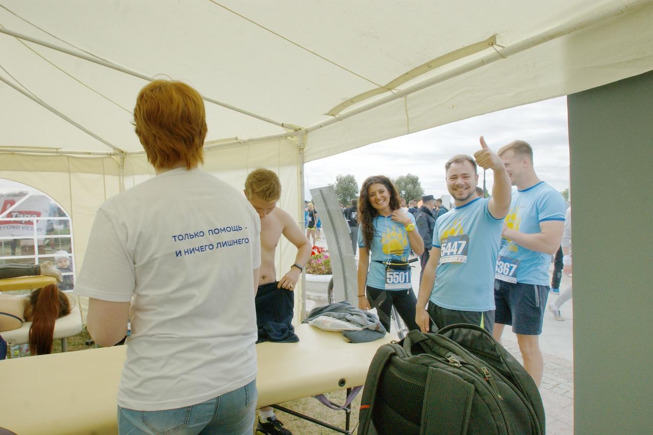 Команда массажистов Центра доказательной медицины на серии забегов Бегом по золотому кольцу