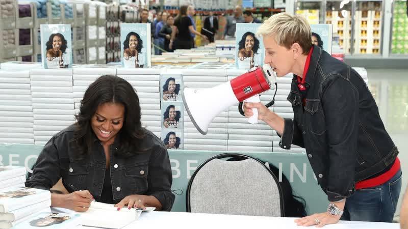 Мишель Обама и Эллен подписывают книги в Костко