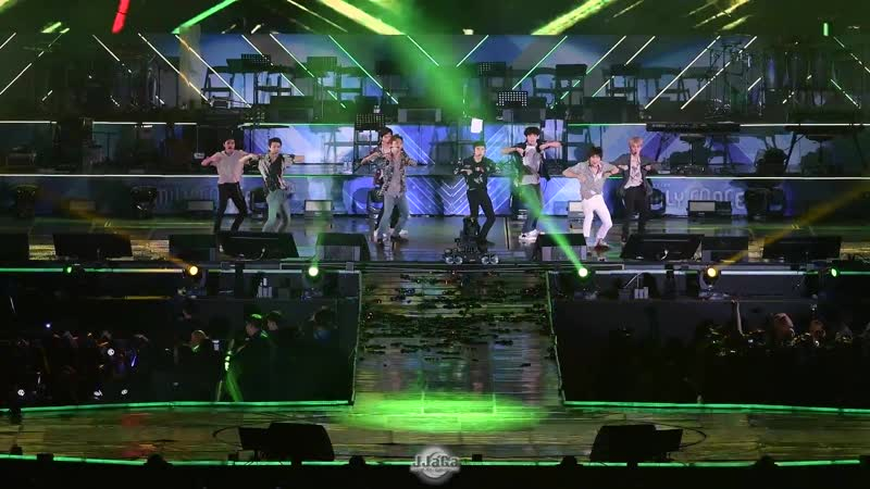 FANCAM 180623 27th Lotte Family K Wave Concert @ EXO Ko Ko Bop
