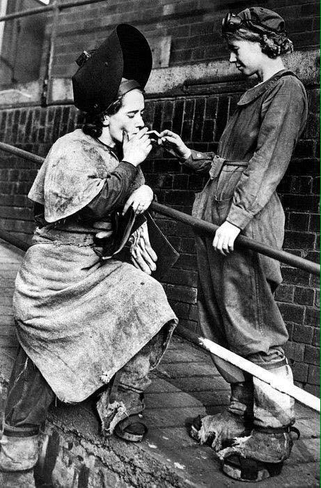 Феминизм должен быть таким:женщины-сталевары. Шеффилд. Великобритания. 1940 гг.