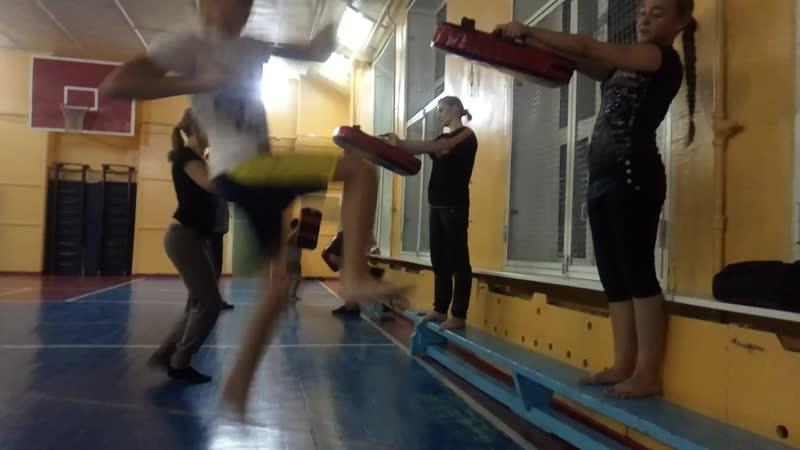 Тоби Мае Аго гери ( ножницы) в Кёкусинкай карате. Ударка Кёкусинкай Клуб «Тэнгу Про» Подготовка бойца Кёкусинкай карате в Мурман