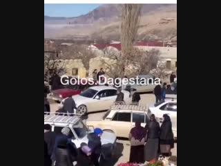 В селе Хаджалмахи полицейский выстрелил в ученика 9 класса___________________________Сегодня, 12 февраля, в селе Хаджалмахи н