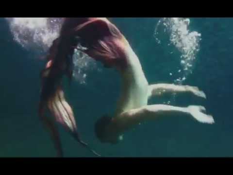 Eric-the-mermaid Meet Eric, 22, who lives life as a MERMAN swimming underwater