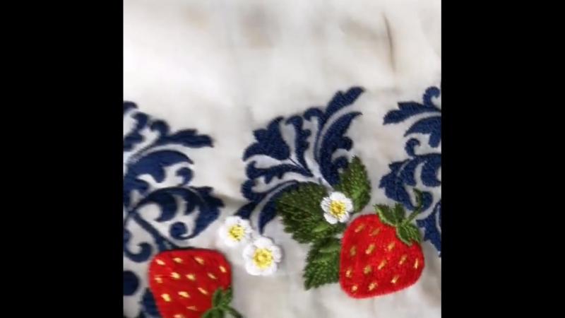 Безумно красивый бордюр Monnalisa .  На хлопка, хлопок просвечивает и упругий, как будто накрахмаленный. В изделии красиво с