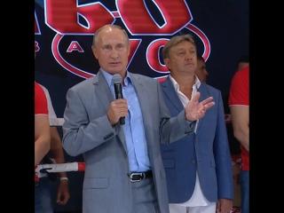 Путин наградил победителей международного турнира по боевому самбо