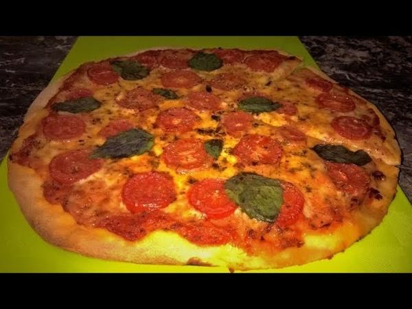 Пицца Маргарита. Пицца как в пиццерии. Настоящее итальянское тесто для пиццы.