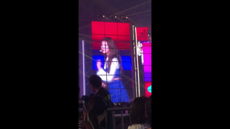[FANCAM] 180801 Twice - Heart Shaker @ Golden Fish in Seoul