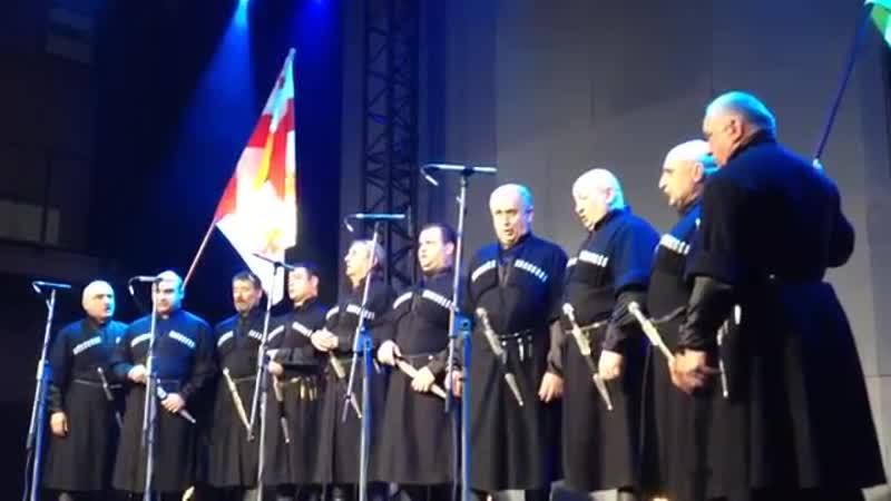Національний хор Грузії Тбілісі виконує Реве та стогне Дніпр широкий