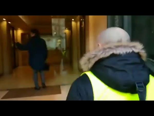 Propos d'un banquier devant d'autres banquiers avec les gilets jaunes. Écoutez et voir lien !