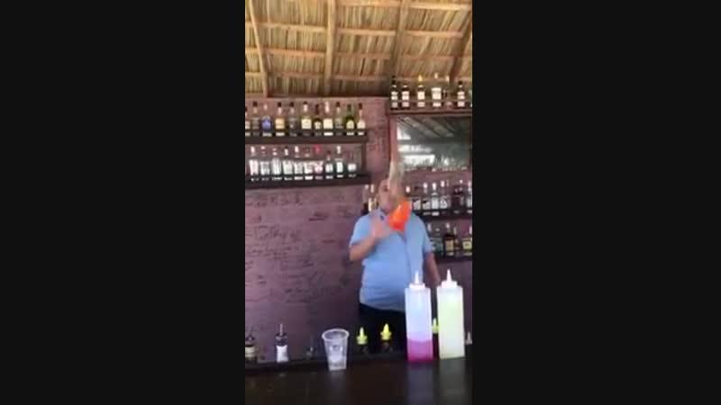 Когда девушка на вечеринке попросила налить алкоголь