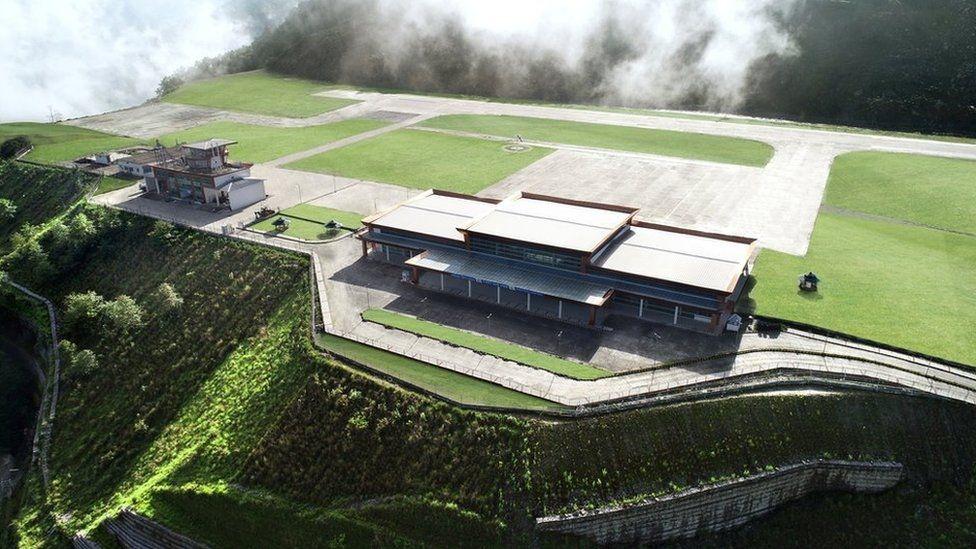 Сложный проект: аэропорт Пакйонг в Гималаях