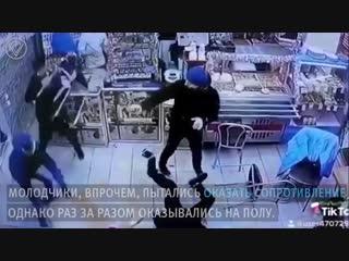 Ветеран чеченской войны раскидал четверых в шаверме