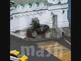Полицейский врезался в храм на BMW