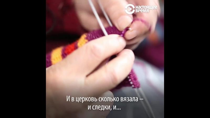 Бабушка из Томска вяжет для детей из интернатов