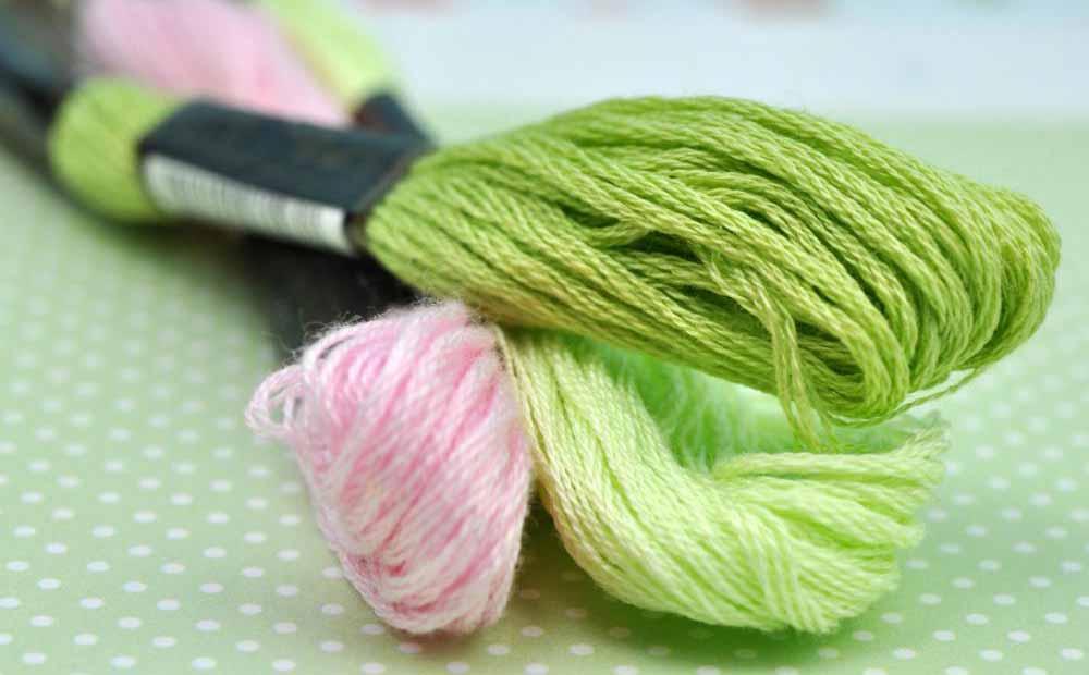 Нить мулине может использоваться в шведской вышивке.