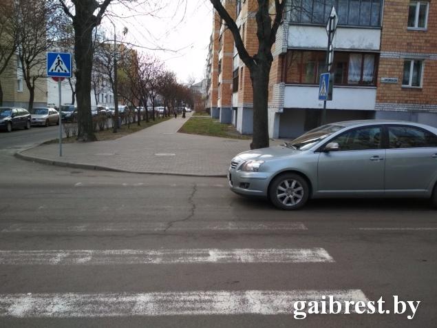 Очередной наезд в Бресте - сбили женщину на пешеходном переходе на ул.Комсомольской