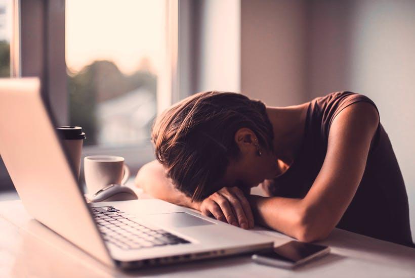 Лишение сна ускоряет повреждение мозга, вызванное болезнью Альцгеймера