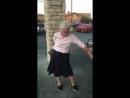 Бабуля зажигает хорошее настроение, возраст, пенсионерка, бабушка, бабуля, танец, танцор, спорт, женщина зажигает.
