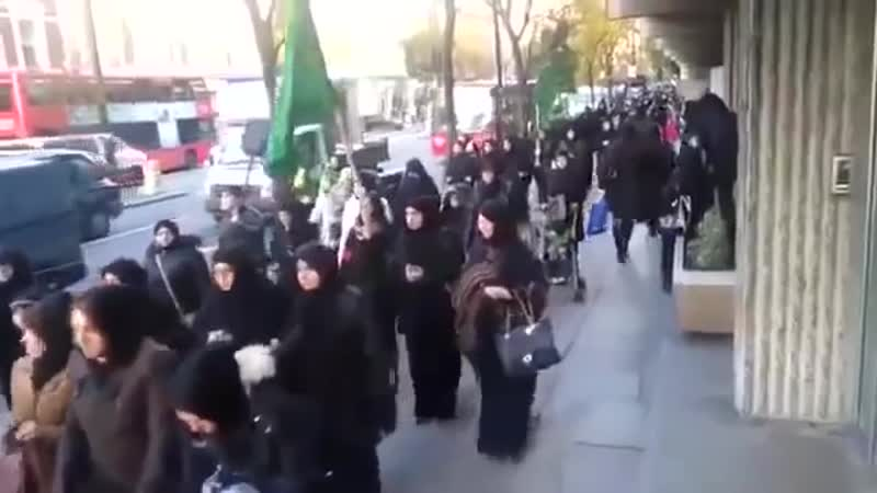 Muslime marschieren durch die Straßen Londons