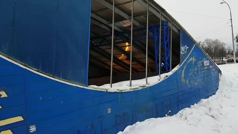 Из подземного перехода в центре Кемерова украли всю плитку со стен