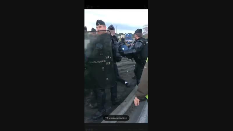 Подлинная демократия там, где полицейский может спокойно отмудохать инвалида
