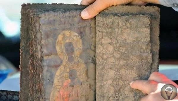 Библия возрастом 1500 лет из Турции. В 2000 году на территории Турции была найдена необычная Библия. Ученые установили, что ей как минимум 1,5 тысяч лет. Данная находка сильно обеспокоила