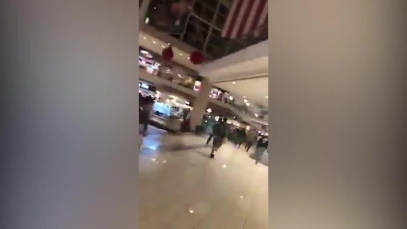 Black Friday в торговом цетре в США слышна стрельба