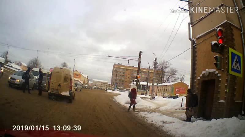 Драка водителя и пешехода в Смоленске