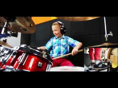 🎵 Przez Twe Oczy Zielone AKCENT - drum cover - amazing Simon 8 years old!
