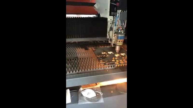 6000w GF1530JH со сменными столами режет 10mm нержавейку Golden Laser