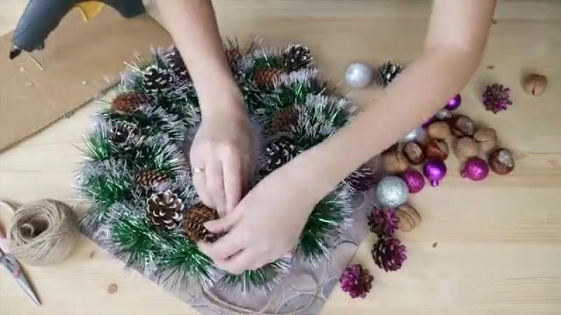 Очень простой Рождественский венок на дверь за 15 минут _ Christmas wreath on th.mp4