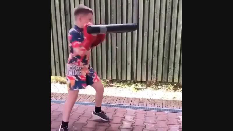 🎬Когда молодой боксер работает на тренажере лучше тебя 🥊