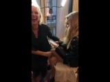 Аманда готовится к показу Givenchy в Париже 30.09.18 (Instagram Abby Bluestone)