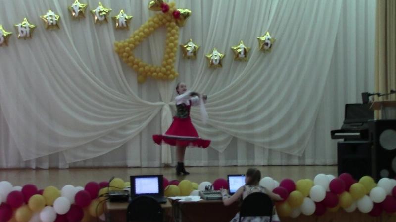 танец Барыня. Женя танцует в школе 2015г. ( звук сорри )