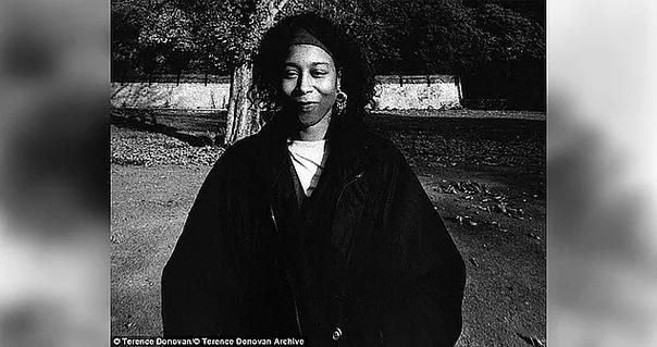 Загадка Тихих близнецов Эта странная история берет свое начало в 1963 году, когда на Барбадосе рождаются близнецы Джун и Дженнифер Гиббонс. Известный как «Безмолвные близнецы», этот жуткий дуэт