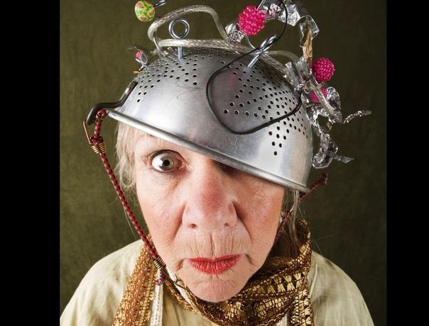 Полтергейст у бабы Кати, или история хитрости Раза два, три в неделю соседи бабы Кати слышали крики из ее квартиры. - Ой люди добрые, да что же это делается. Нечистая в квартире...Полтергейст